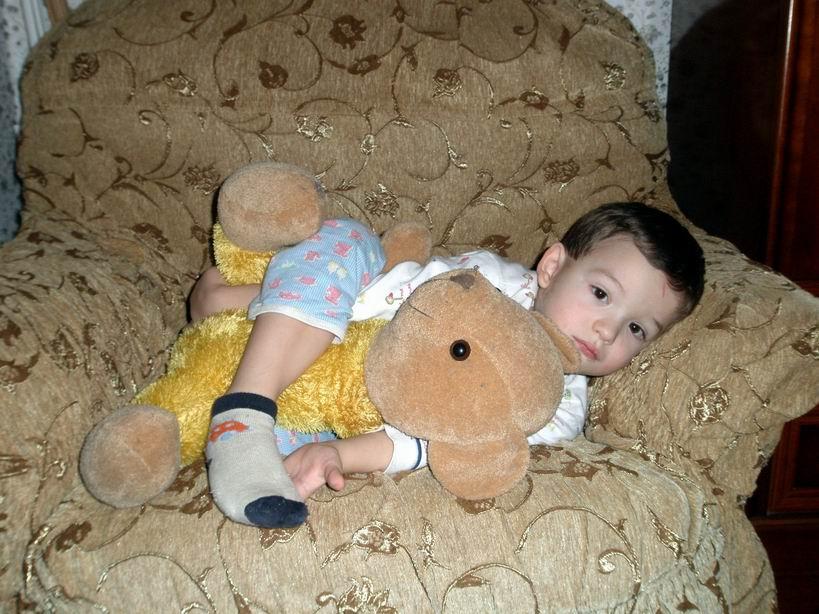 Васенька и медведь. Дети с игрушками