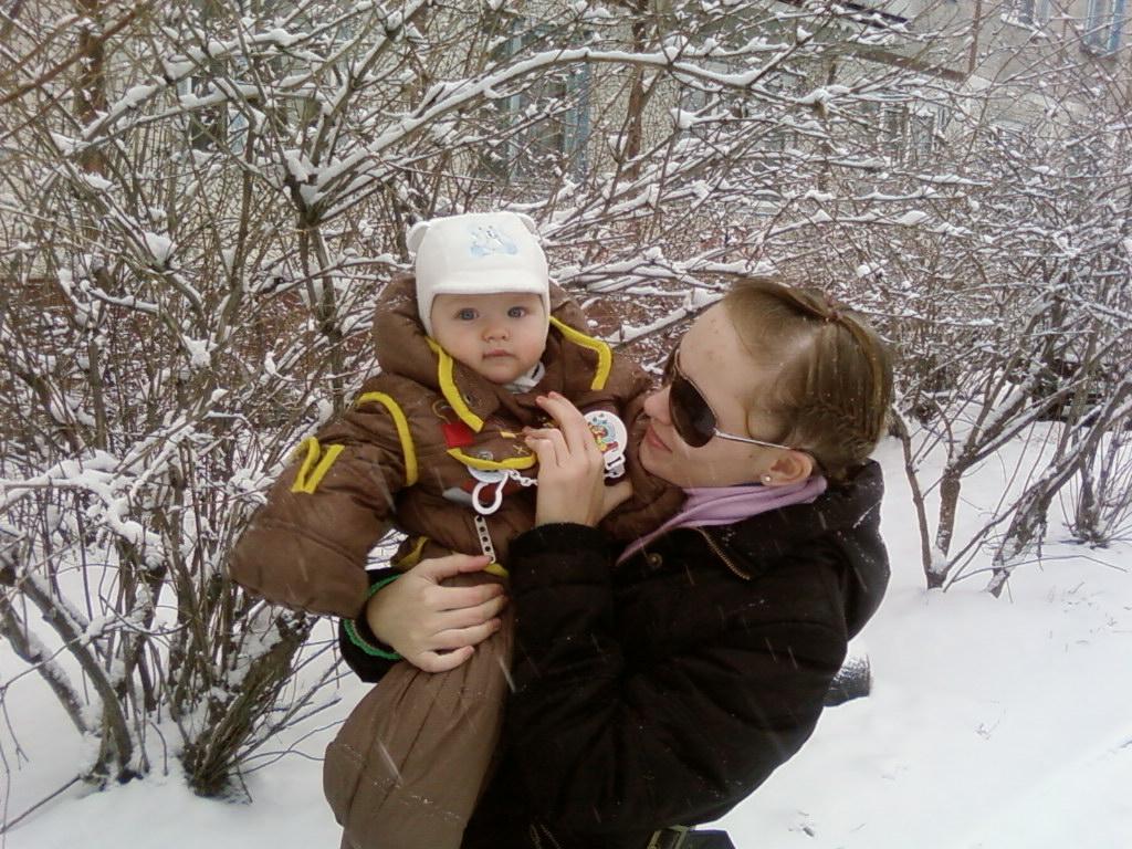 зима. Дети на прогулке