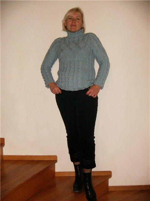 Голубой свитерок.