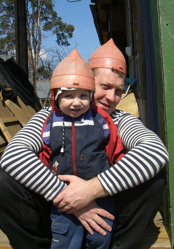 Папа и сын - два защитника!.