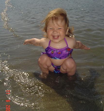 Первые минуты знакомства с морем. Мы купались, мы смеялись...
