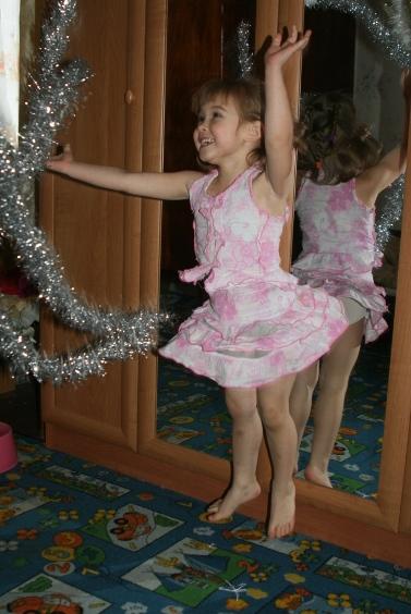 Танец с мишурой!. Почему я веселый такой?