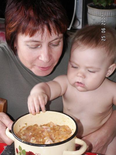 Готовим с бабушкой блюдо из курицы. Пальчики оближешь!