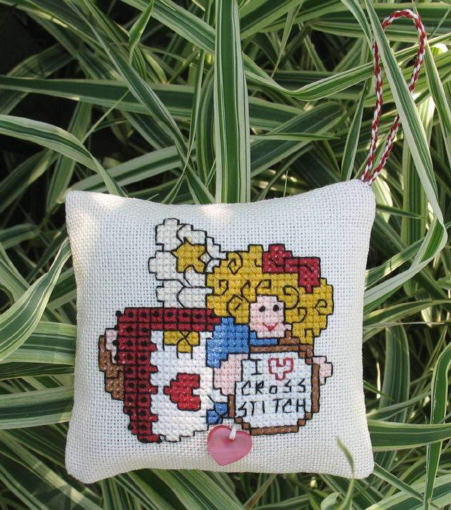 Подушечка-портрет, подарок одной оч.умелой  марьюшке :). Диванные подушки с вышивкой и без