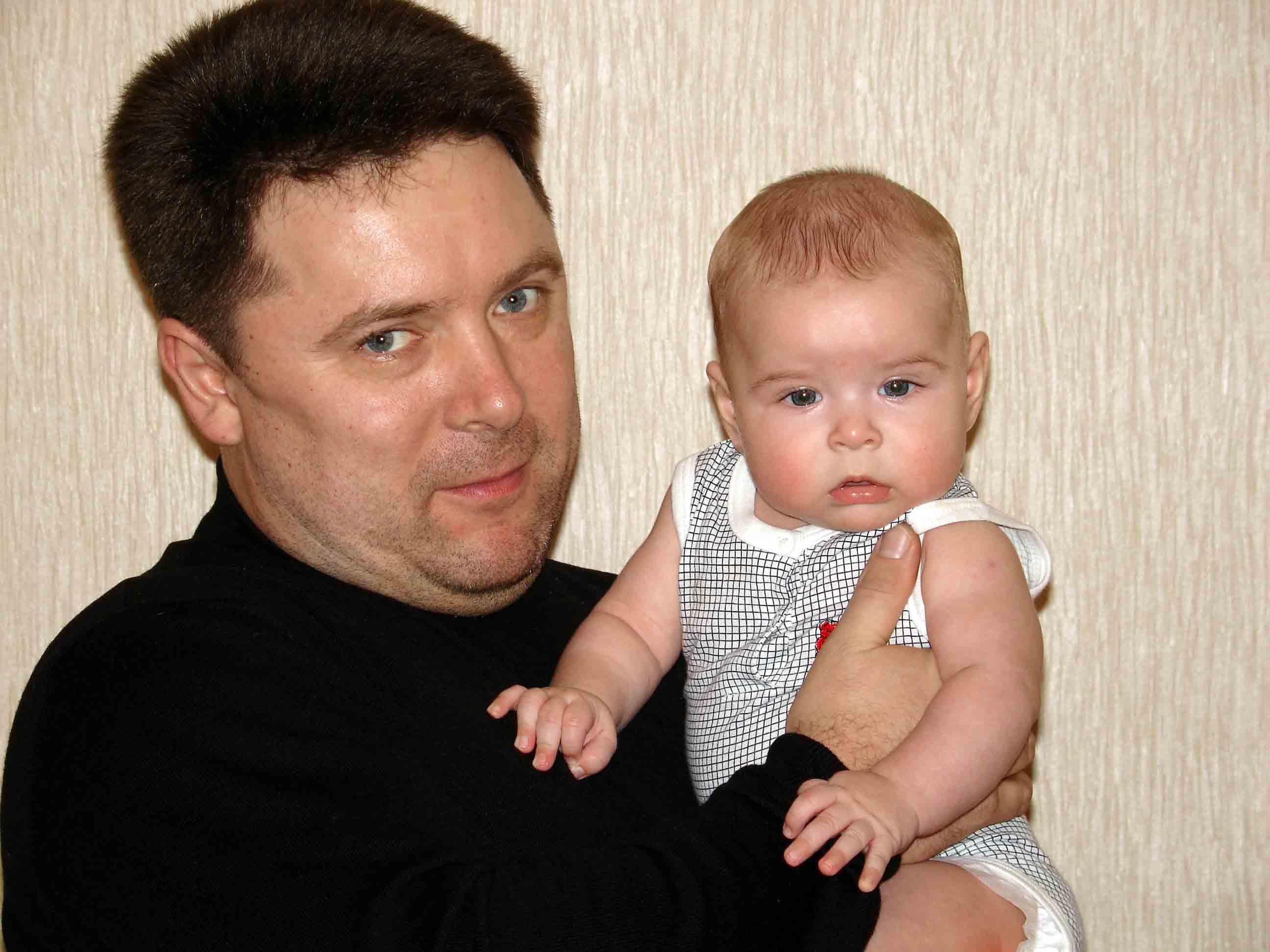 Сынуля:)). Вместе с папой