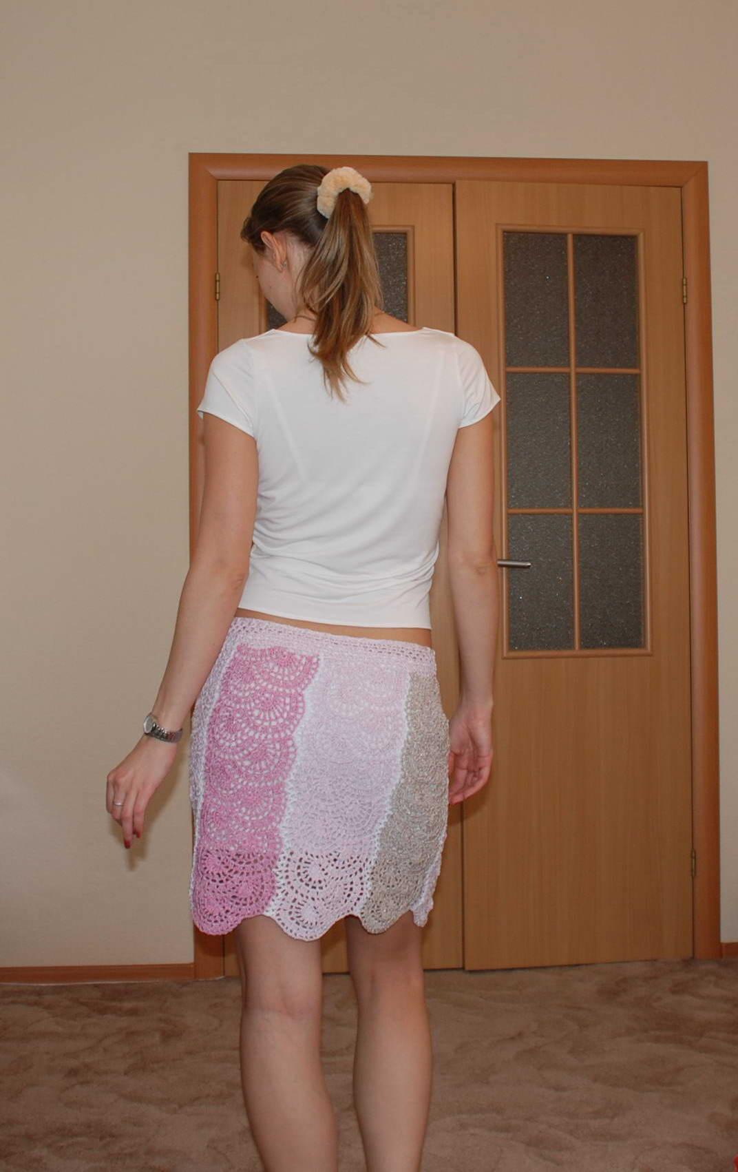 Под юбками вид сзади
