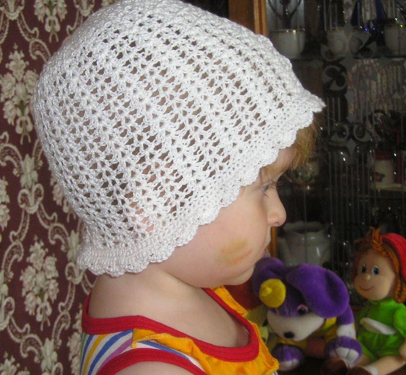 Шапочка с цветком 2. Шапки, шляпки, панамки и др.  вязаные головные уборы