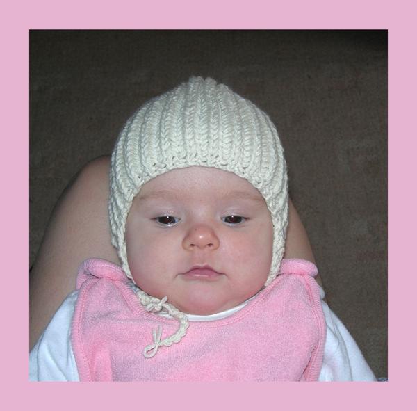 Самая первая шапка для моей красавицы. . Шапки, шляпки, панамки и др.  вязаные головные уборы