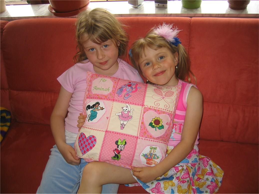 Алина и Джесика . Диванные подушки с вышивкой и без