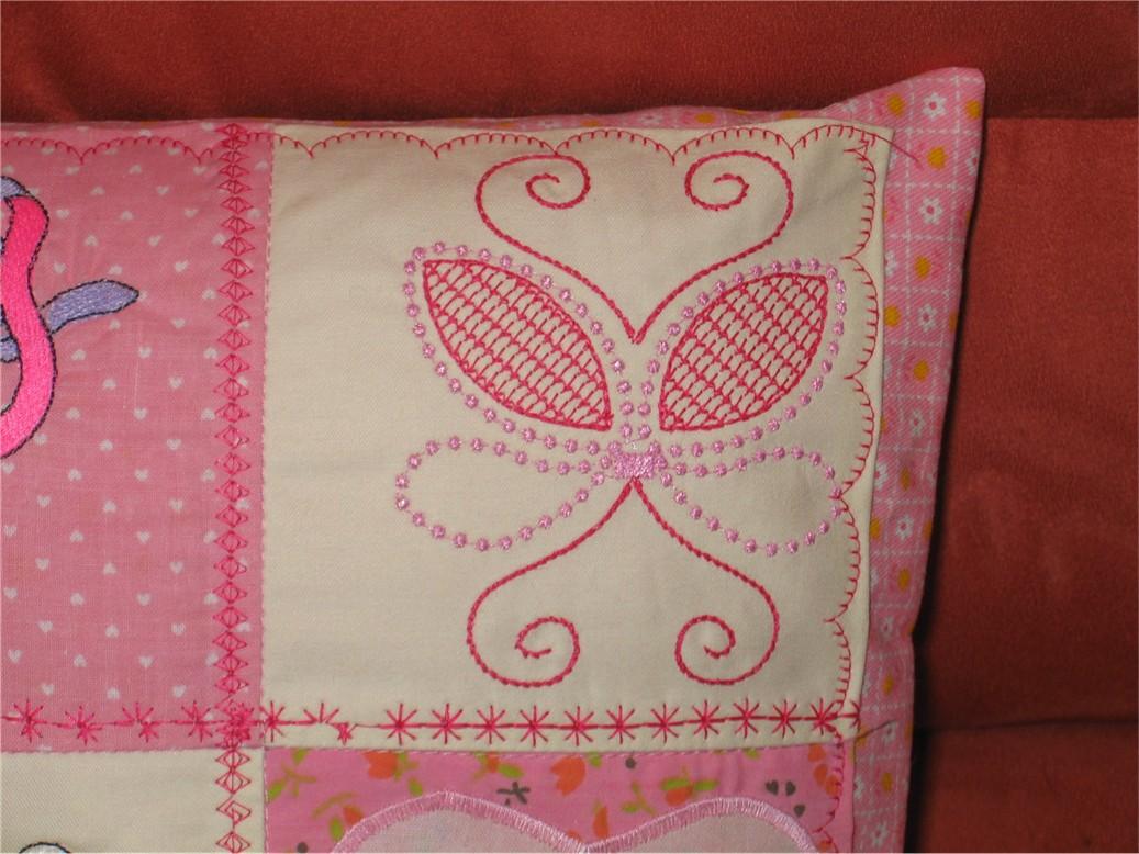узор. Диванные подушки с вышивкой и без