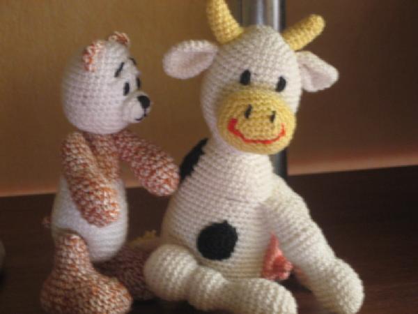Мишутка и коровка. Вязаные игрушки