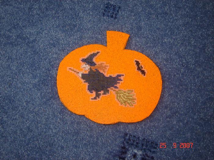 30 - автор kura -  для Selma. Хэллоуинские открытки получены