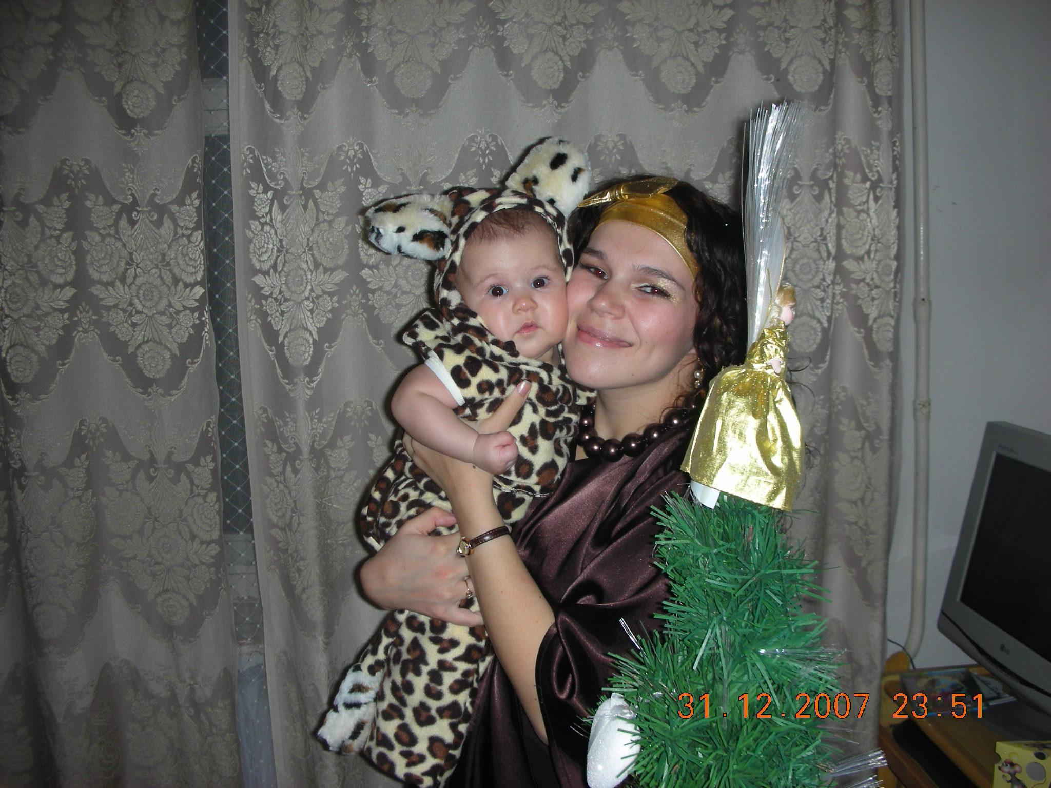 Мой первый Новый Год. Я маленький леопардик.. Здравствуй, елка!