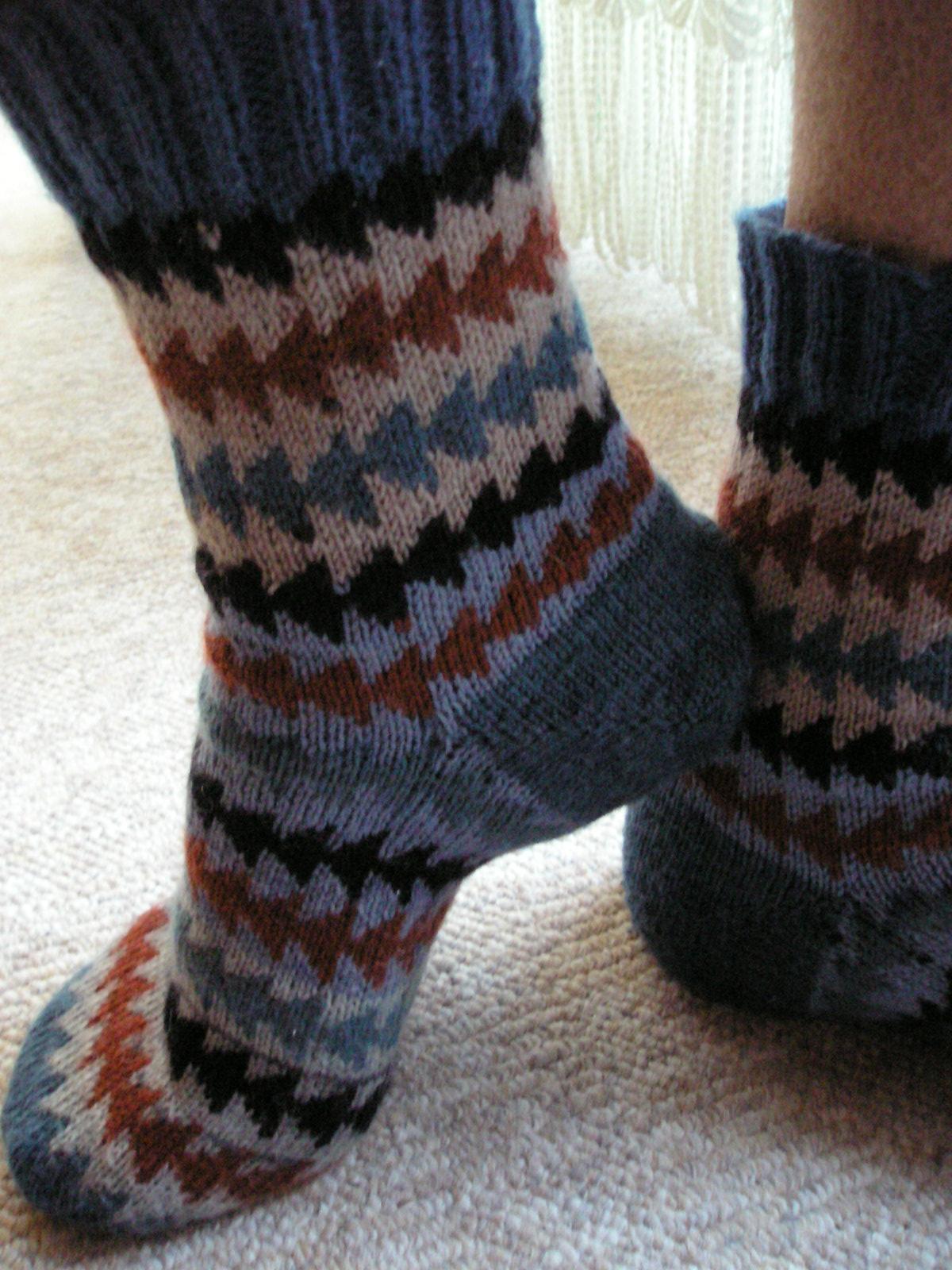 для мужа. Перчатки, варежки, носки, пинетки, обувь