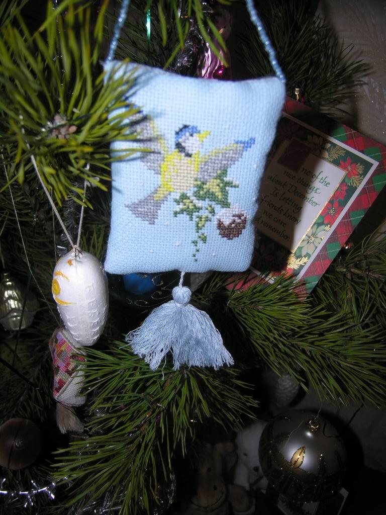 Подушечка с синичкой. Рождественские и новогодние мотивы