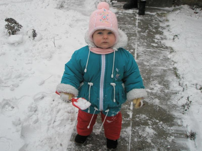 С Новым годом!!!. Дети на прогулке