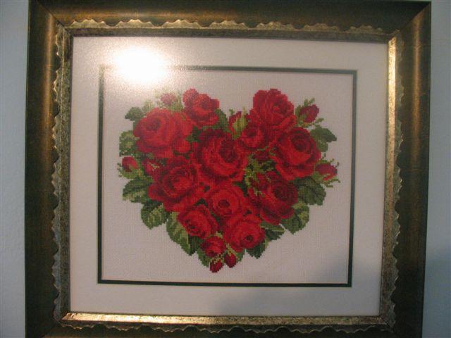 Сердце из роз. Вышитые валентинки