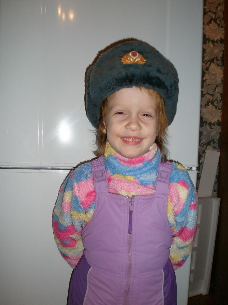 Племянница-милиционер. Дети с игрушками