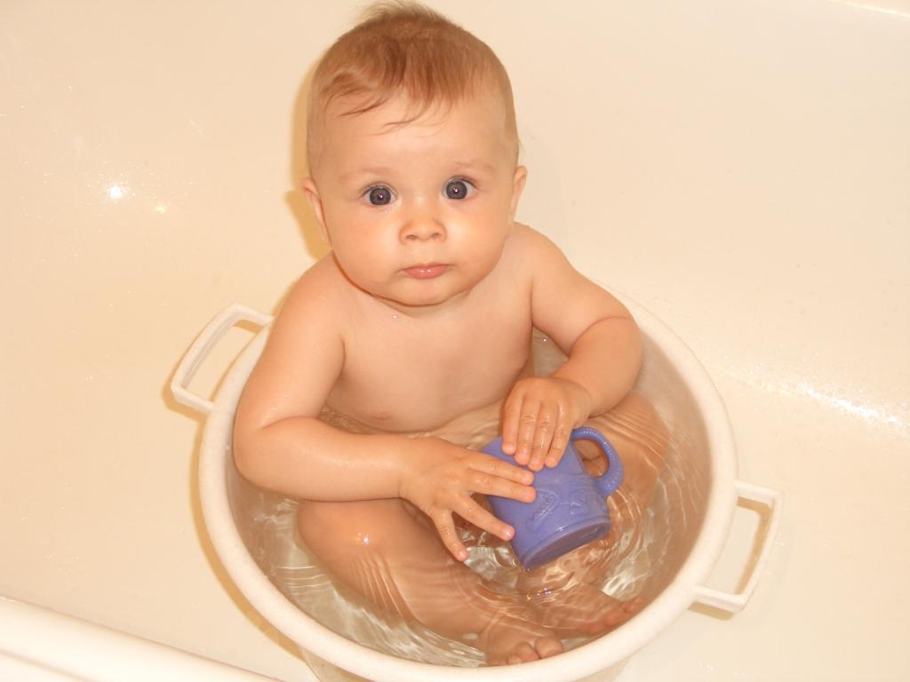 Тазик куп-куп:-). Купание в ванной