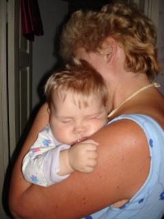 На бабуле. Спящие дети