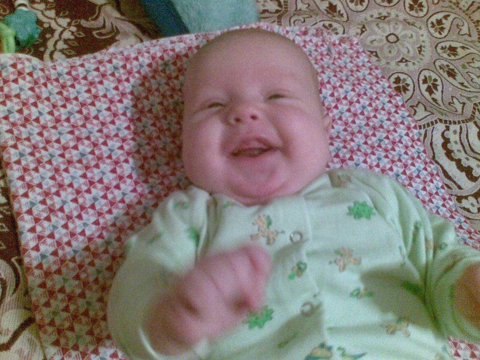 воть какой смешной Кирюшка :-))))). Дети улыбаются