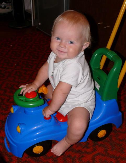 моя любимая машинка..... Дети с игрушками