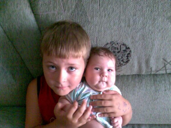 Валерик с Виолетточкой. Братишки и сестренки