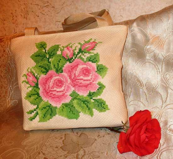 105_сумка с вышитыми розами. Диванные подушки с вышивкой и без