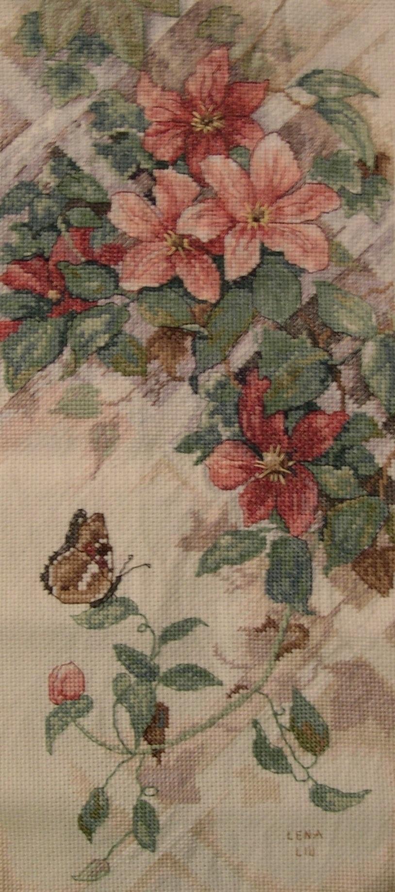 Бабочка и клематисы. Растения (в основном цветы)