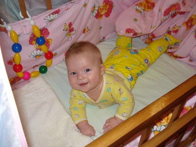 Настя. Дети в кроватках и манежах