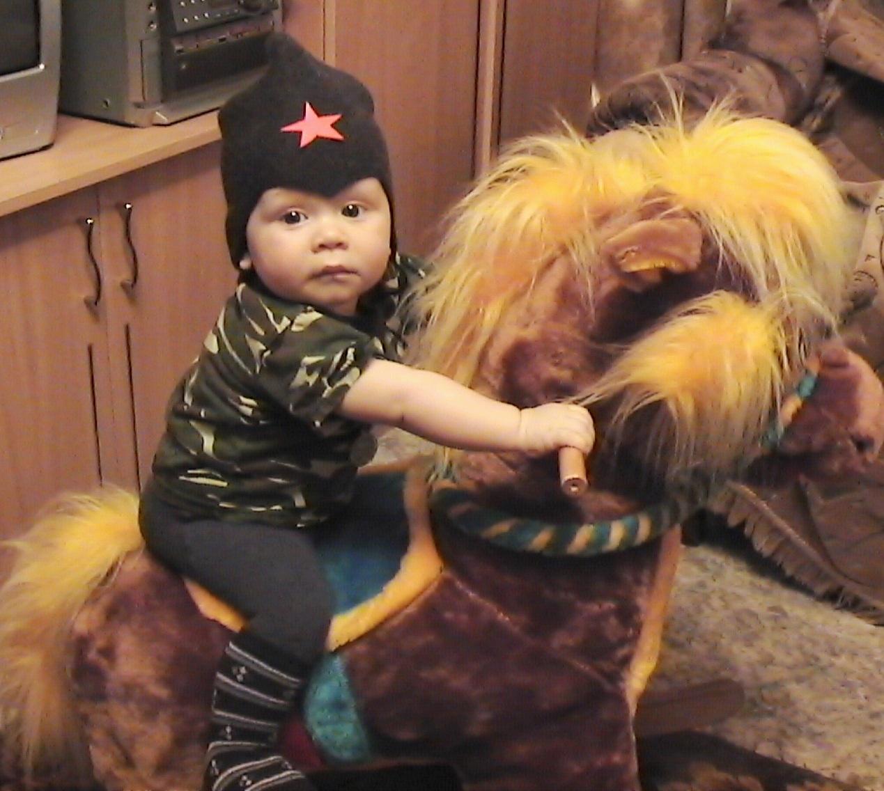 НО, лошадка!!! ПОСКАКАЛИ!!!. Нарядные дети