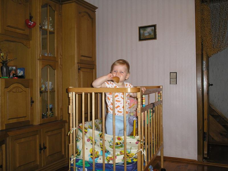 Ку-ку!. Дети в кроватках и манежах
