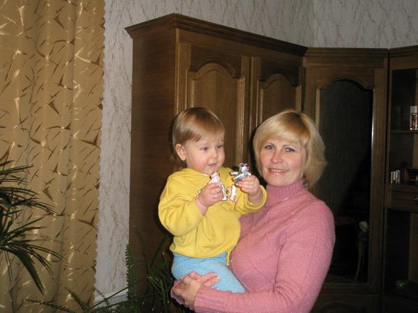 С бабулей. Внучата
