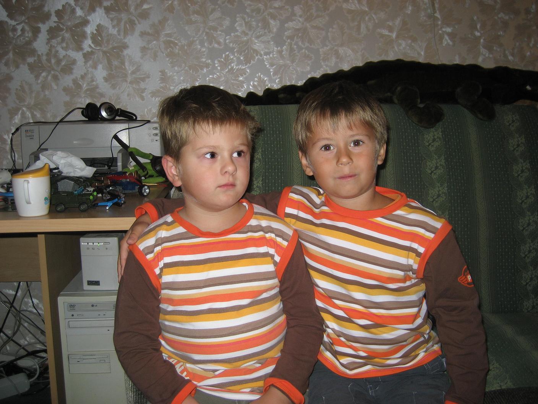 Двоюродные близнецы:). Как мы похожи