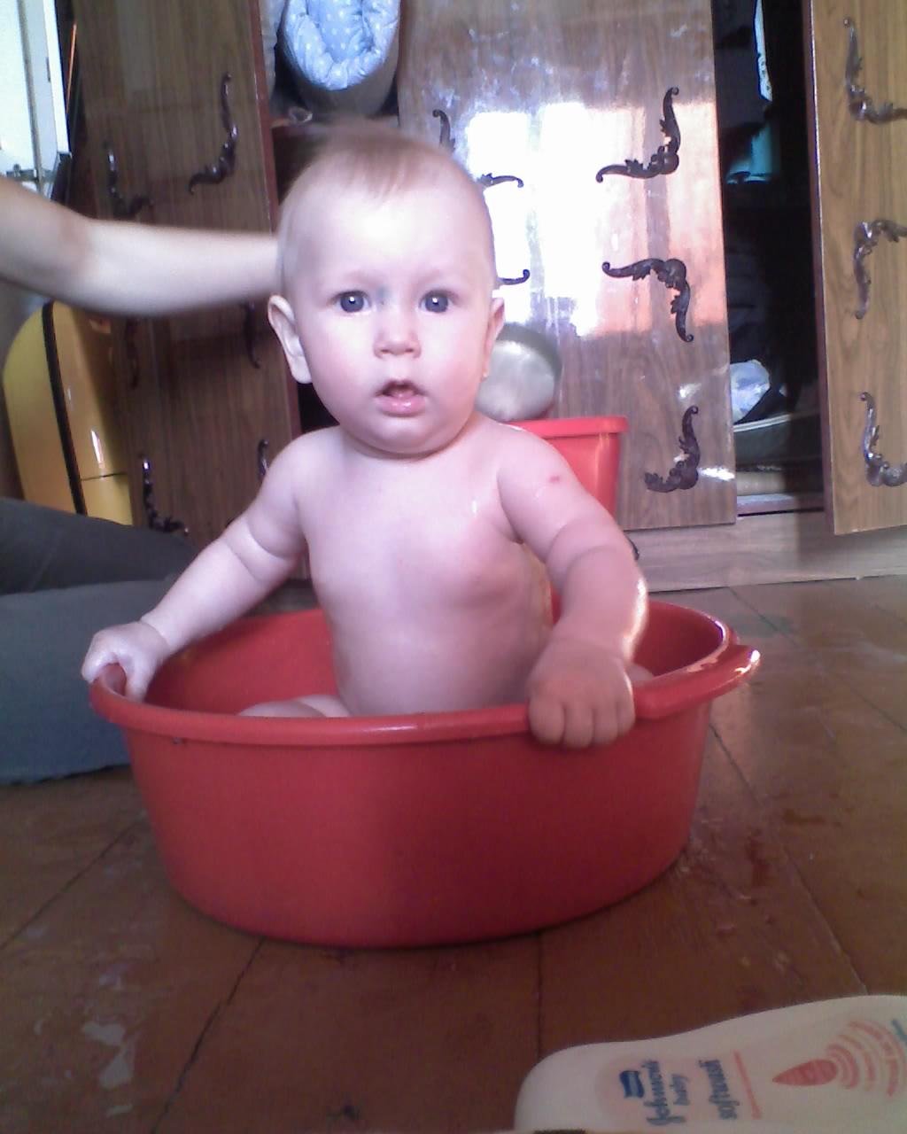 А почему такой маленький бассейн?. Купание в ванной