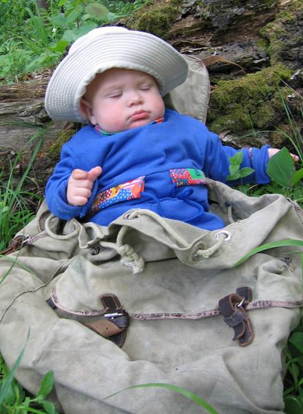 Утомился турист. Отдыхать - не работать! Заработал - отдохни!