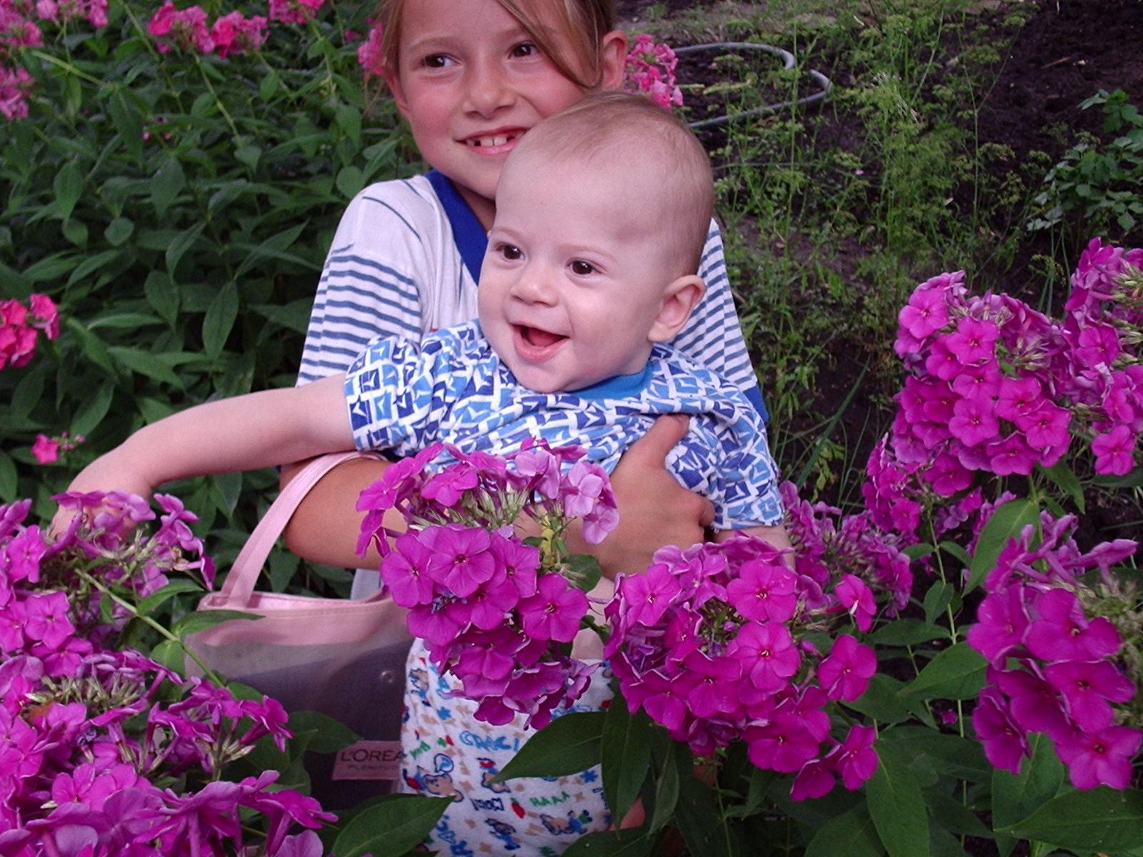 Мои 'цветочки' - сынок и дочка.