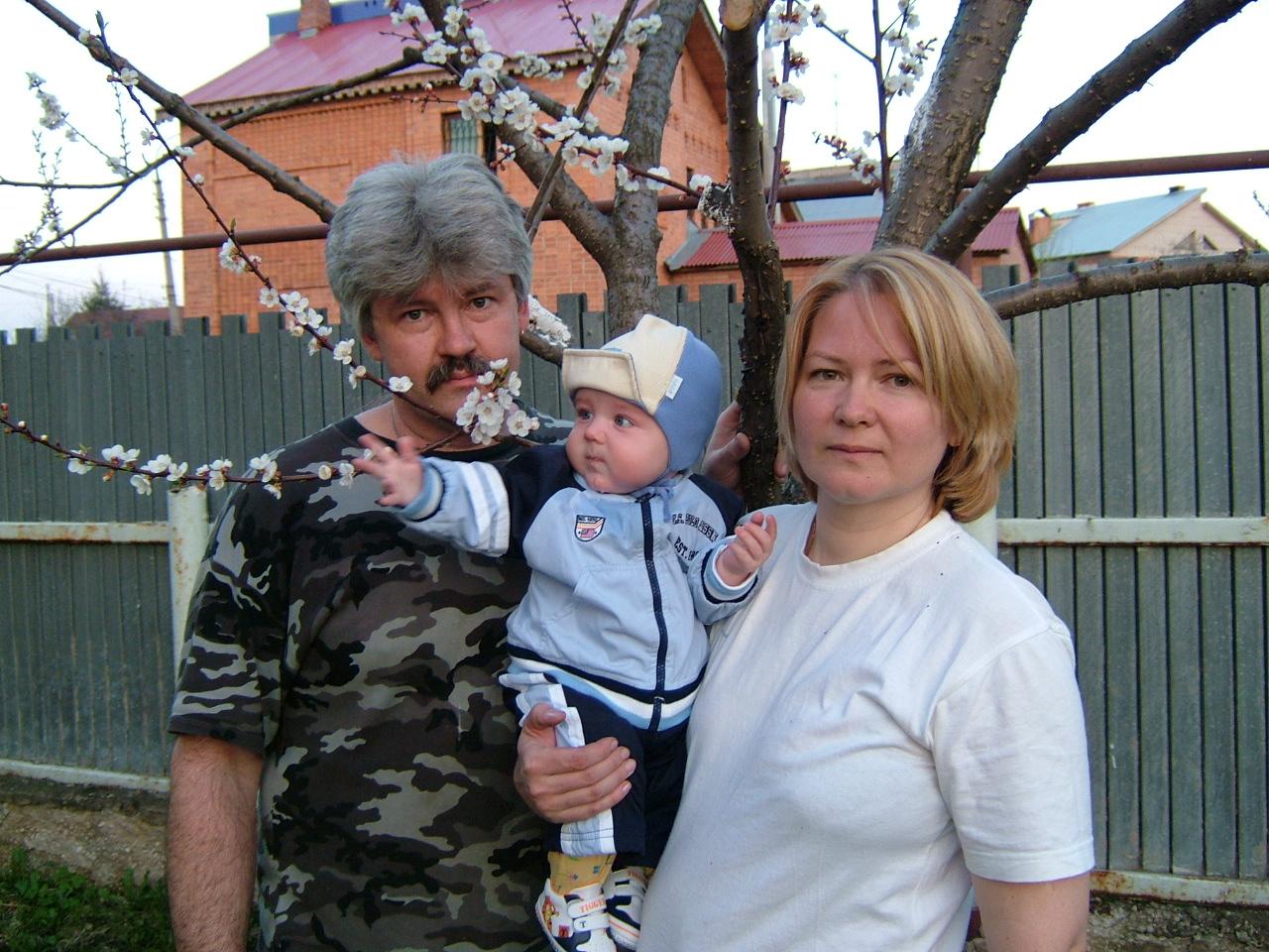 Женечка с бабушкой и дедом. Внучата