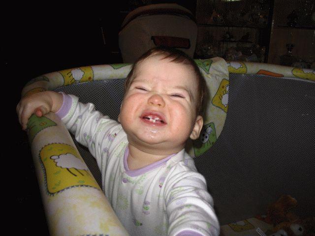 4 зуба. Дети в кроватках и манежах
