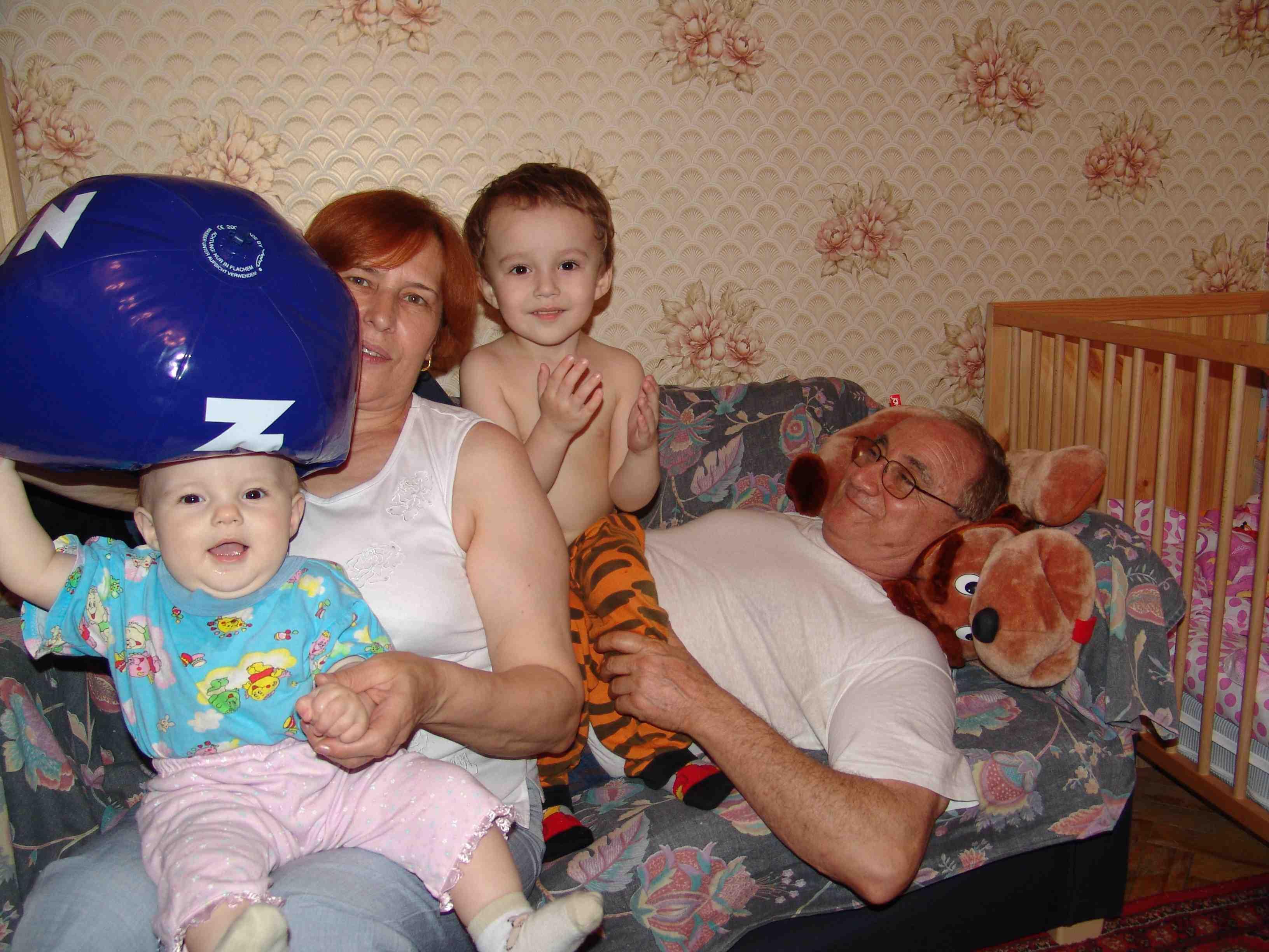 деда с бабулей приехали в гости. Детки и предки