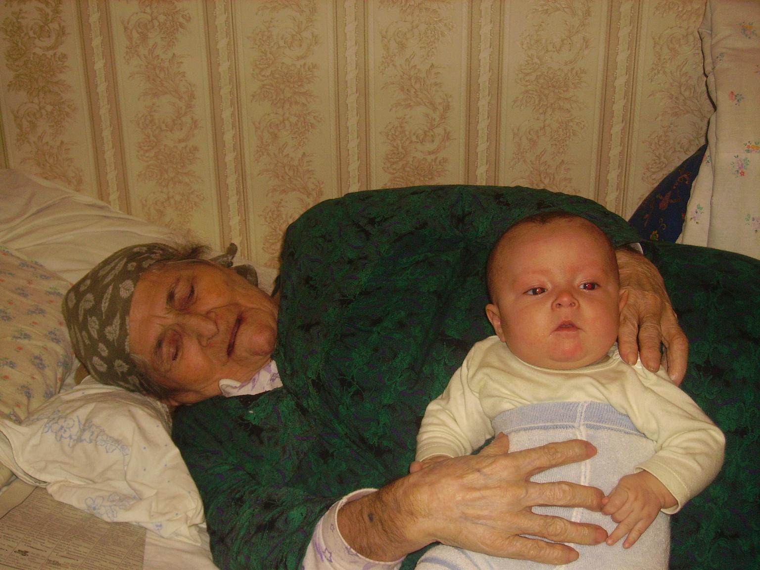 я с бабулей. Детки и предки
