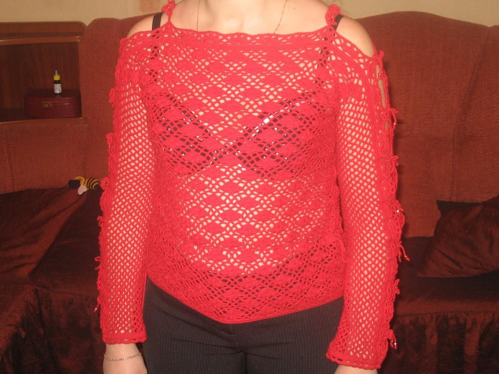 Красная кофточка. Одежда