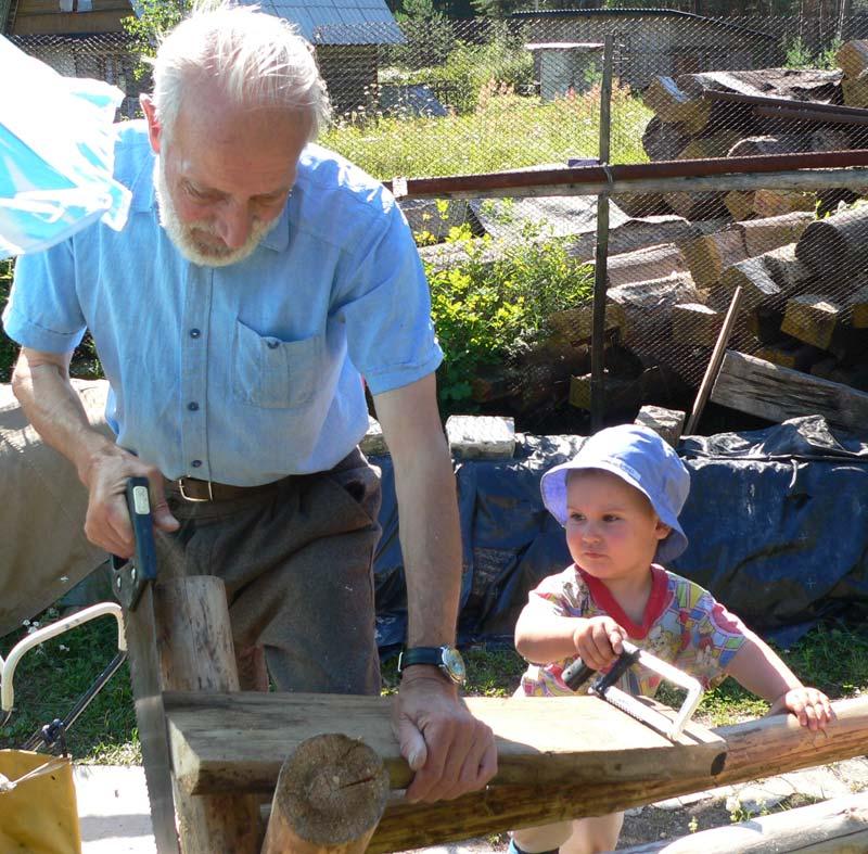 Дедушкин помощник. Детки и предки