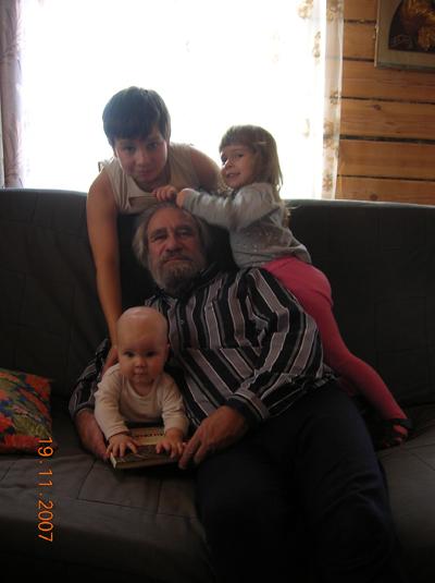 Дедушкино счастье.. Детки и предки