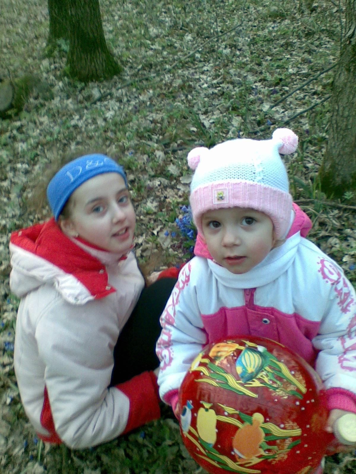 А мы в лесу. Братишки и сестренки