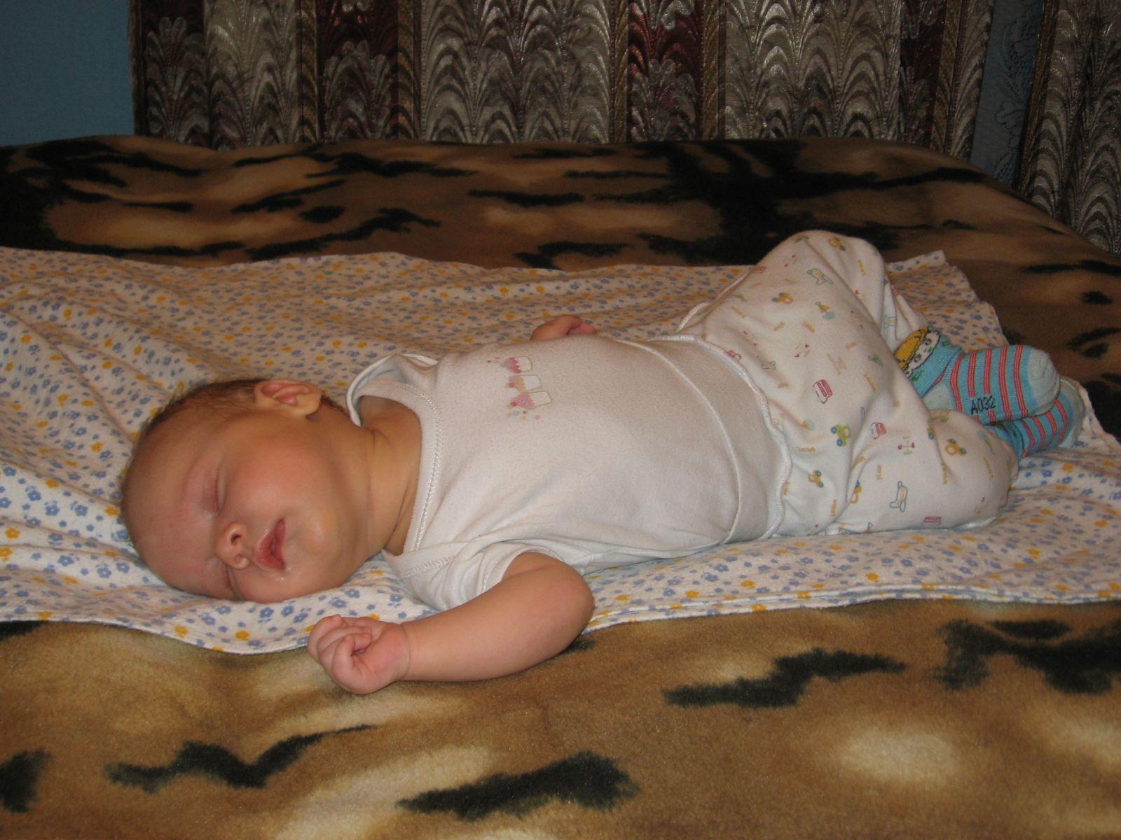 почти 3 месяца. Спящие дети