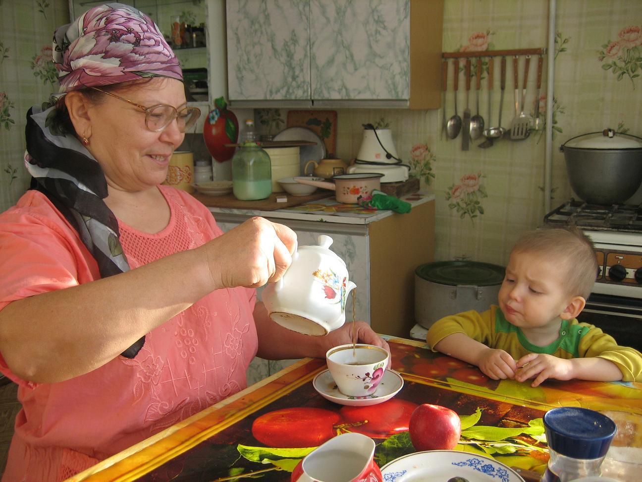 Про врачей, картинка приколов внук растолстел у бабушки
