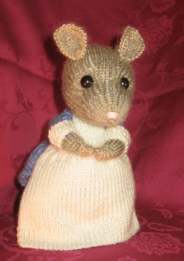 Мышь домовитая. Вязаные игрушки