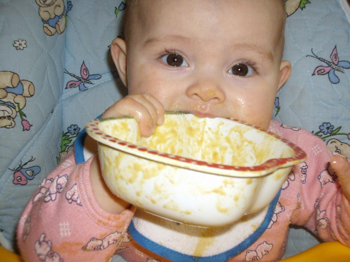Вкусный обед. Дети за едой