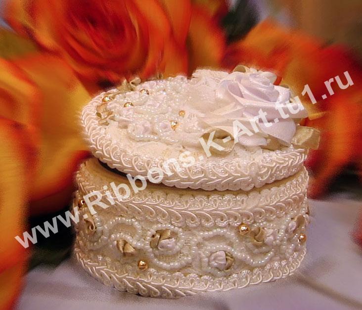 Шкатулка для свадебной церемонии. Вышивка лентами